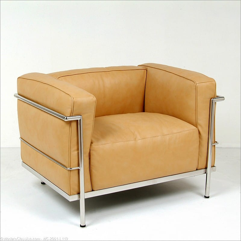 corbusier style grande feather relaxed lounge chair